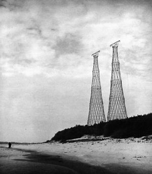 Shukhov Tower on the Oka River - The two 128-meter towers in 1988, shortly before the power line was decommissioned a year later.