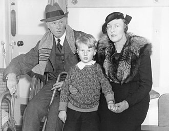 Dorothy Thompson - Thompson with Lewis and son in 1935