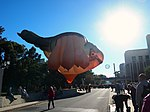 Skywhale at the NGA before its first Canberra flight May 2013.jpg