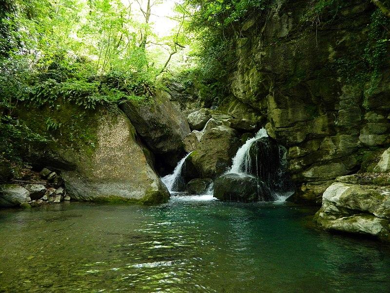 File:Small waterfalls in Pelion.jpg