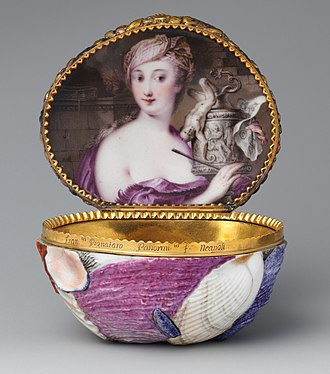 Capodimonte porcelain - Shell-shaped snuffbox, by Gricci, Caselli and a goldsmith, 1745–1750
