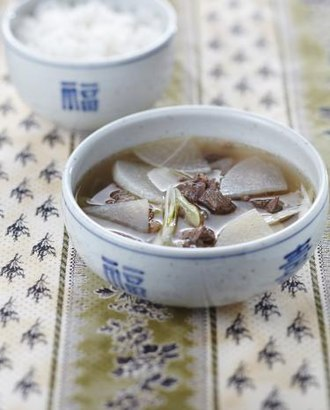 Guk - Soegogi-mu-guk (beef and radish soup)