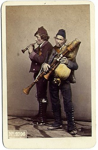 Zampogna - Image: Sommer, Giorgio (1834 1914) n. 2796 Zampognari
