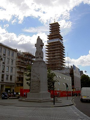 Edith Cavell Memorial - View of the north (rear) and west sides in 2007, with St Martin-in-the-Fields under scaffolding further south