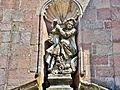 Statue de Saint Georges, sur la façade de l'église.jpg