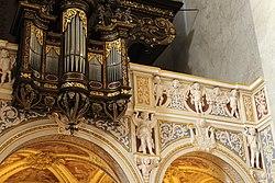 Stift Klosterneuburg, Kirche, Stuck und Teil der großen Orgel.JPG