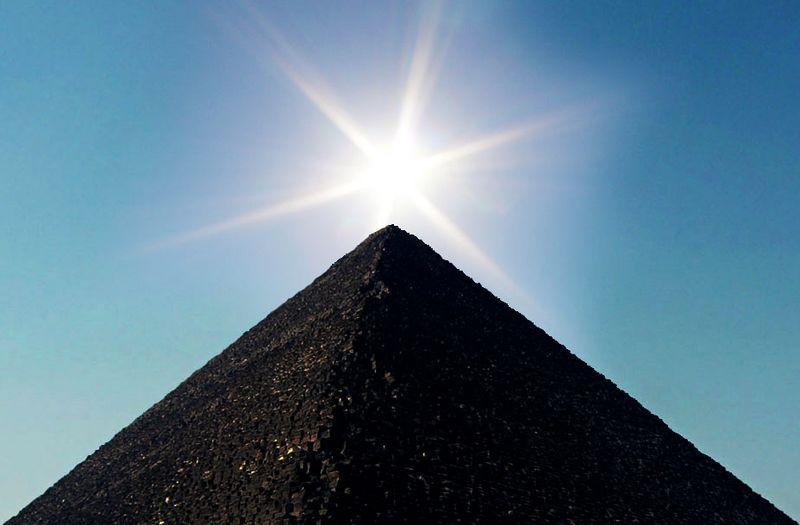 File:Sun Over Pyramid.jpg