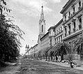 Szent István király út, szemben a Szent István király templom, távolban a Szentháromság téren a Főszékesegyház. Fortepan 605.jpg