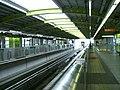 Tama-monorail-Tachikawa-minami-station-platform.jpg