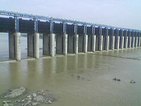 Tapti River Barrage At Sarangkheda.jpg
