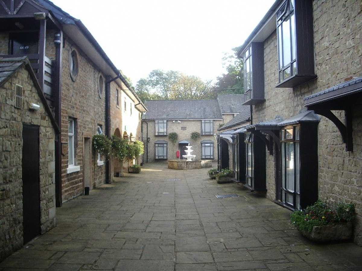 The Courtyard. Dunkenhalgh Hotel - geograph.org.uk - 999273.jpg