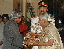 The President, Dr. A.P.J. Abdul Kalam presenting Padma Bhushan to Dr. (Smt.) V. Mohini Giri (Social Activist), at an Investiture Ceremony at Rashtrapati Bhavan in New Delhi on March 23, 2007.jpg