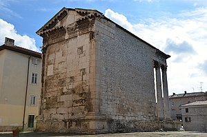 Temple of Augustus, Pula - Image: The back of the Temple of Augustus, Colonia Pietas Iulia Pola Pollentia Herculanea, Histria (10404107653)