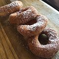 "The donuts are called ""Holes"" at Bricks. (15264267017).jpg"