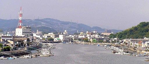 The town seen from Tamashima Ohashi