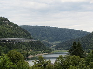 The viaduct above the Lac de Sylans1.jpg