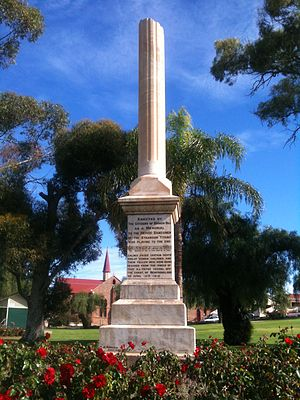 Musicians of the RMS Titanic - Image: Titanic Bandsmen Memorial monument in Broken Hill, NSW (1913)