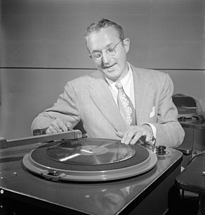 Tommy Dorsey, WMCA, New York, ca. Oct. 1947 (William P. Gottlieb 02111).jpg