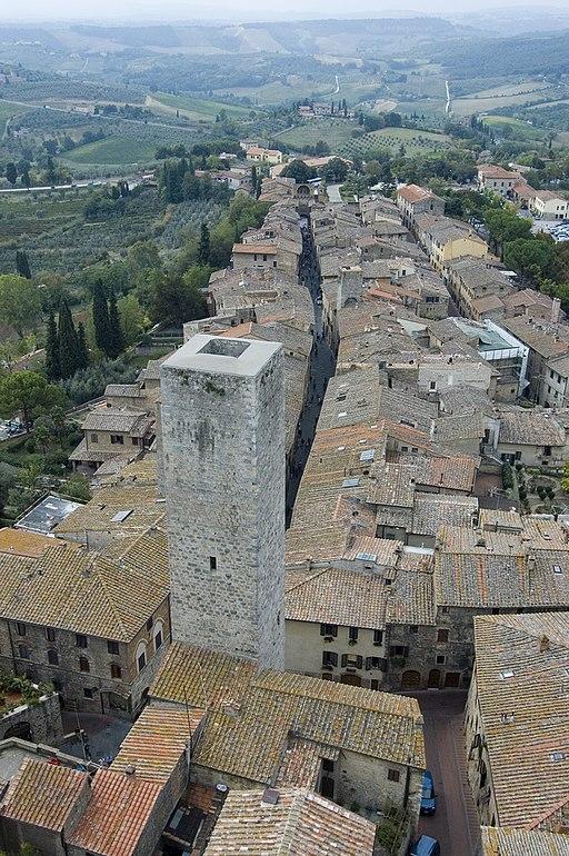 Torre dei Cugnanesi and via San Giovanni
