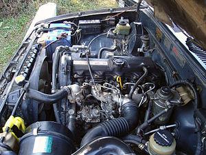 Toyota L engine - Image: Toyota Hilux engine 2