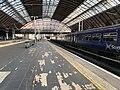 Trains in Glasgow Queen Street station 01.jpg