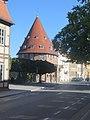 Treuenbrietzen, Heilig-Geist-Kapelle (Stadtmuseum) mit Meilensteinen.jpg