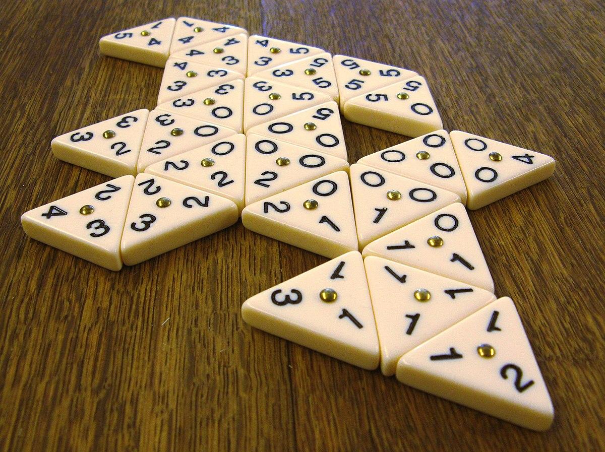 Triomino Spiel