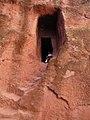 Tunnels en doorgangen bij de rotskerken (6821638193).jpg