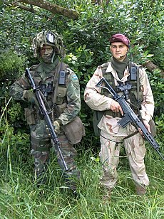 Two Argentina soldiers with FN FAL