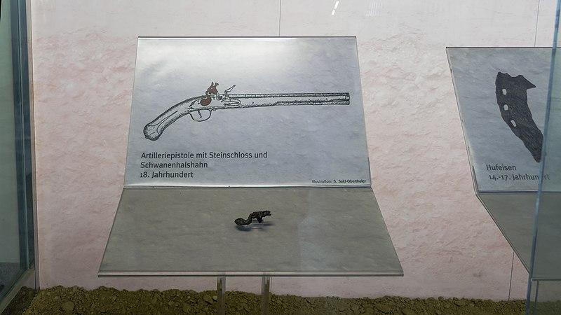 File:U3 Simmering Kunst Vitrinen c.jpg