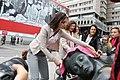 Un pañuelo rosa contra el cáncer de mama 02.jpg