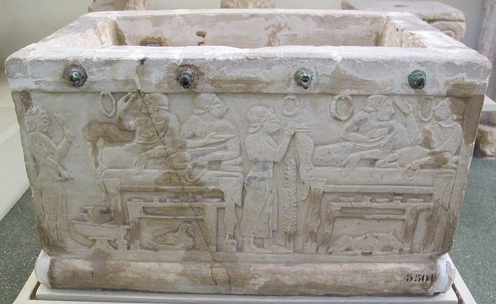 Urnetta cineraria da chiusi con scene di banchetto, 520 ac. circa 10