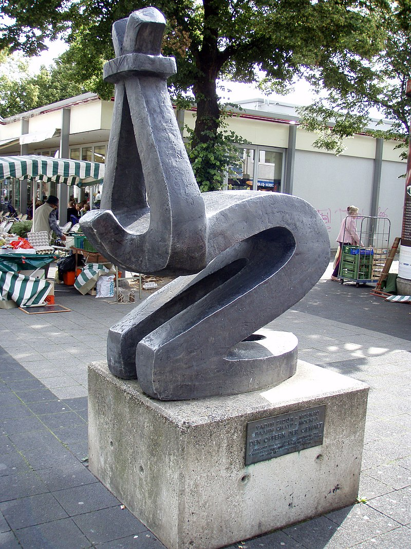 https://upload.wikimedia.org/wikipedia/commons/thumb/c/c9/Vadim_Sidur_Kassel.jpg/800px-Vadim_Sidur_Kassel.jpg
