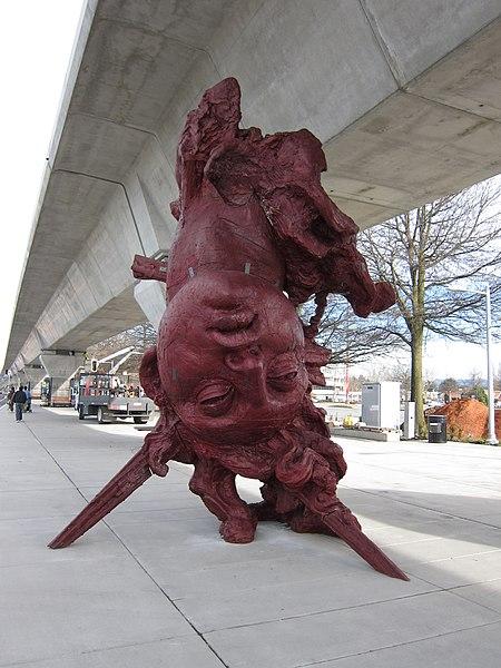 """File:Vancouver Biennale """"Cabeza Vainilla"""" (4426690874).jpg"""