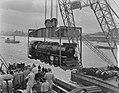 Verscheping van locomotieven naar Indonesie, Bestanddeelnr 904-7240.jpg