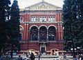 Victoria and Albert Museum courtyard.jpg