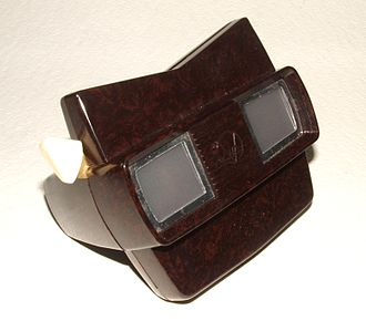 Stereo display - A View-Master Model E of the 1950s