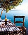 Vin rouge et grande bleue à Chypre.jpg