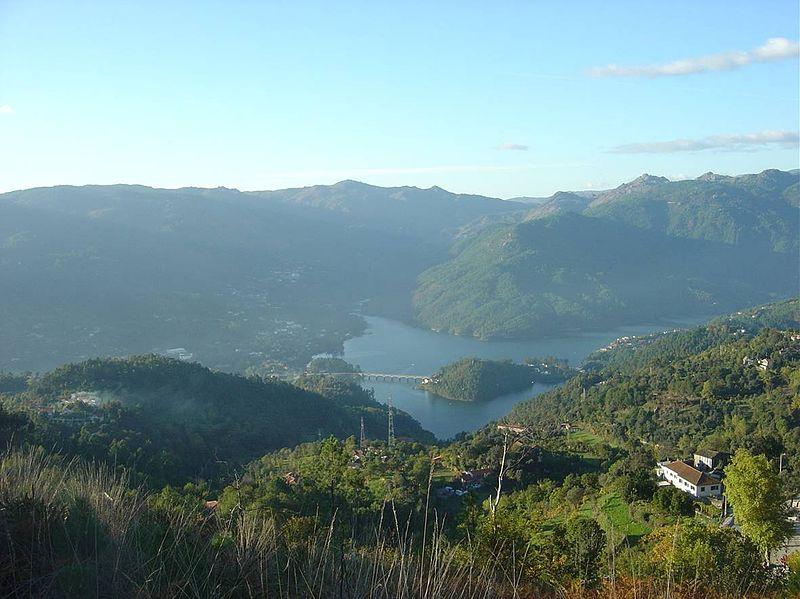 Imagem:Vistas da barragem.jpg