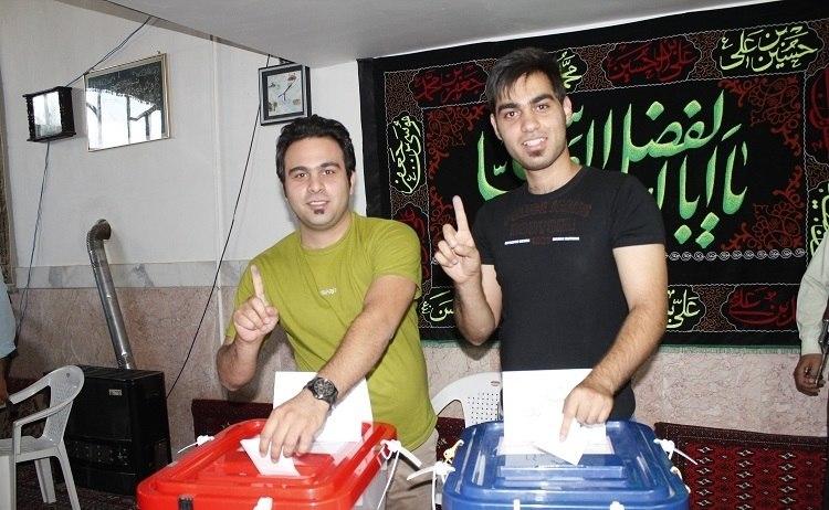 Voter show Stamped Finger- Iranian presidential election, 2013 in Sarakh 2 (2).jpeg