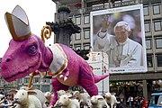 """Das """"Dino-Mobil"""" der Kritiker von """"Religionsfreie Zone"""""""