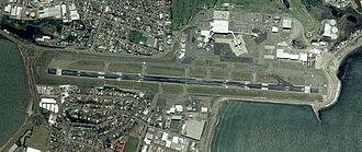 Wellington International Airport - Aerial photo of Wellington International Airport (north is at left)