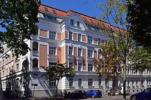 Wien-Ottakring_-_Gemeindebau_Lobmeyrhof_-_2.jpg