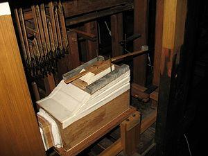 Tremulant - Image: Wippfedertremulant Orgel Esens