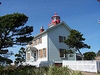 Yaquina Bay Lighthouse.jpg