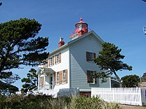 Yaquina Bay Lighthouse.jpg