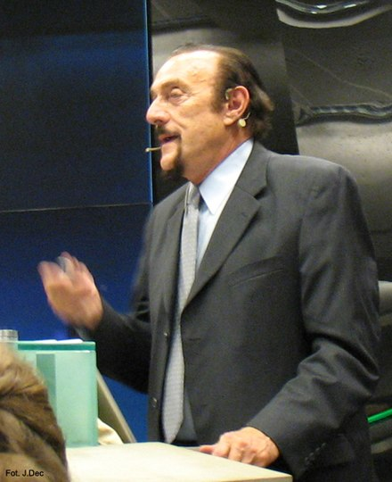 Zimbardo speaking in Poland, 2009