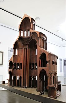 "Zvartnots Cathedral.Model in ""Zvartnots"" Historical Museum 04.jpg"