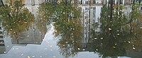 И в отражении пруда потонет городская суета.JPG