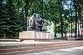 Памятник Александру Твардовоскому и Василию Тёркину в Смоленске.jpg